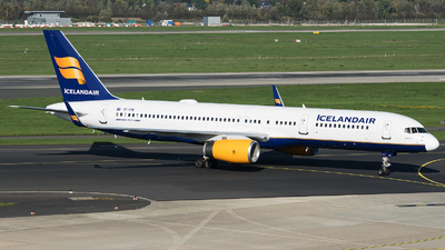 TF-FIK - Boeing 757-28A - Icelandair