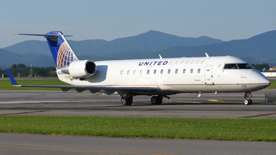 A picture of N468AW - Mitsubishi CRJ200LR - United Airlines - © Jake Oesterreich