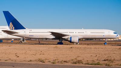 A picture of N545UA - Boeing 757222 - [25323] - © Ricardo de Vries