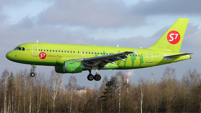 A picture of VPBHJ - Airbus A319114 - S7 Airlines - © Malyshev Andrei