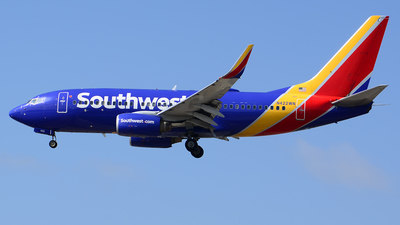 A picture of N422WN - Boeing 7377H4 - Southwest Airlines - © Stefan Alexandru