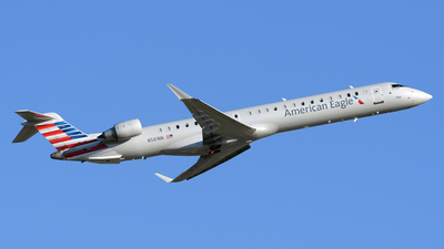 A picture of N581NN - Mitsubishi CRJ900LR - American Airlines - © DJ Reed - OPShots Photo Team