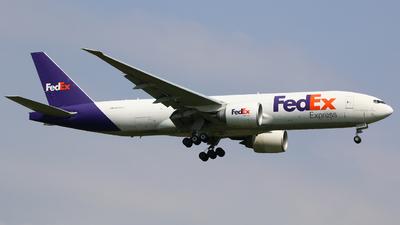 A picture of N864FD - Boeing 777FS2 - FedEx - © R-H Chen