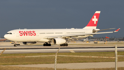 A picture of HBJHF - Airbus A330343 - Swiss - © Yixin Chen