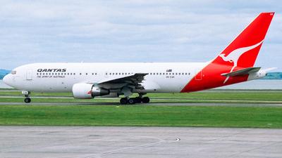 VH-EAK - Boeing 767-238(ER) - Qantas