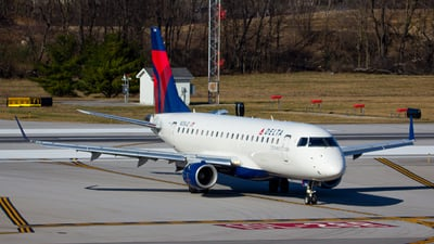 A picture of N206JQ - Embraer E175LR - Delta Air Lines - © ColumbusPlaneSpotter
