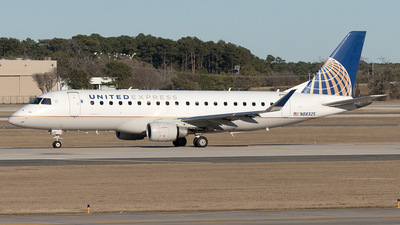 A picture of N88325 - Embraer E175LR - United Airlines - © Yixin Chen