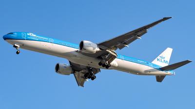 A picture of PHBVW - Boeing 777300(ER) - KLM - © Ulises Martínez - Soundropper Spotter