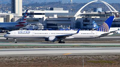 N75858 - Boeing 757-324 - United Airlines