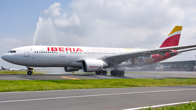 A picture of ECMJA - Airbus A330202 - Iberia - © Nicolas Dassum