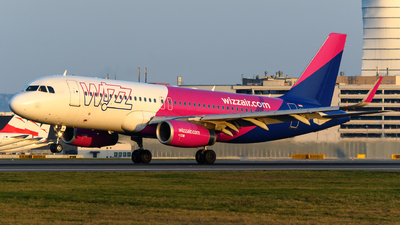 A picture of HALYW - Airbus A320232 - Wizz Air - © Chris Jilli