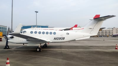 N1090B - Beechcraft B300 King Air 350 - Private