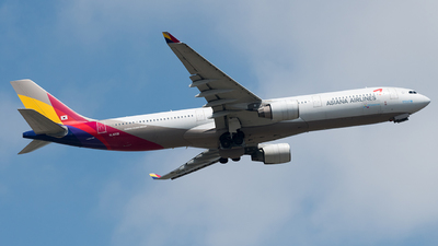 HL8258 - Airbus A330-323 - Asiana Airlines