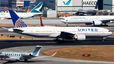 A picture of N77012 - Boeing 777224(ER) - United Airlines - © Chow Kin Hei - AHKGAP