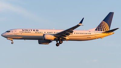 A picture of N37514 - Boeing 737 MAX 9 - United Airlines - © bill wang