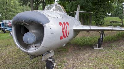 307 - Mikoyan-Gurevich MiG-17PF Fresco D - Poland - Air Force