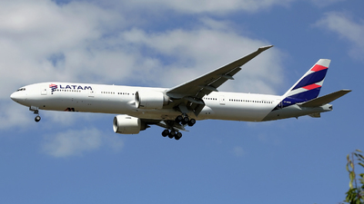 A picture of PTMUH - Boeing 77732W(ER) - LATAM Airlines - © Peter Baldwin