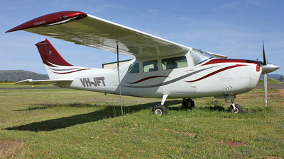 A picture of VHJFT - Cessna 210J Centurion - [21059123] - © Simon Coates