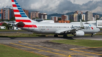A picture of N992AN - Boeing 737823 - American Airlines - © Francois J. Berger
