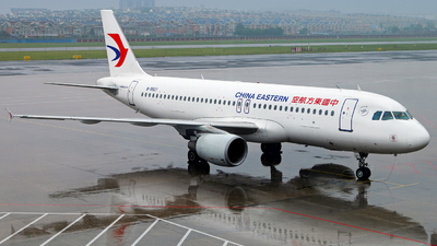 A picture of B9927 - Airbus A320214 - China Eastern Airlines - © Stefano R