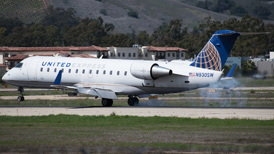 A picture of N930SW - Mitsubishi CRJ200ER - United Airlines - © Cameron Stone