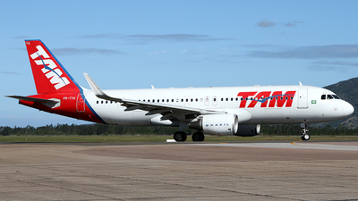 PR-TYA - Airbus A320-214 - TAM Linhas Aéreas