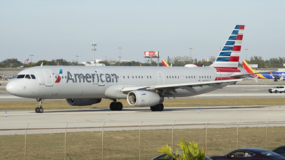 A picture of N979UY - Airbus A321231 - American Airlines - © Juan Camilo Rojas