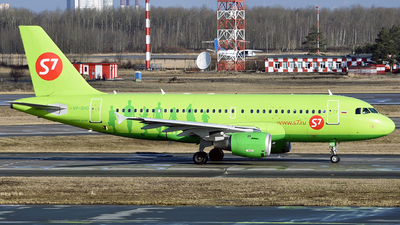 A picture of VPBHQ - Airbus A319114 - S7 Airlines - © Luba Ostrovskaya