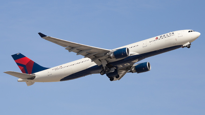 A picture of N823NW - Airbus A330302 - Delta Air Lines - © Jack Jarzynka