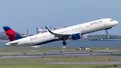 A picture of N358DN - Airbus A321211 - Delta Air Lines - © HA-KLS