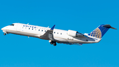 A picture of N471CA - Mitsubishi CRJ200LR - United Airlines - © Ricky Teteris