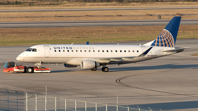 A picture of N89313 - Embraer E175LR - United Airlines - © Yixin Chen
