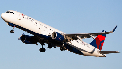A picture of N384DN - Airbus A321211 - Delta Air Lines - © Alec Mollenhauer