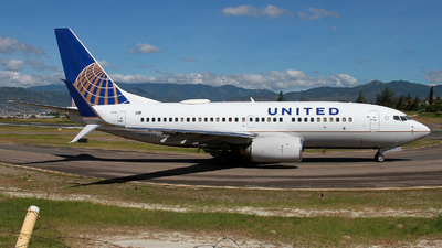 N14735 - Boeing 737-724 - United Airlines