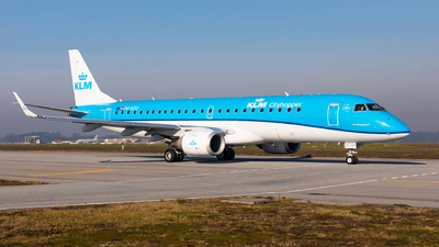 A picture of PHEZO - Embraer E190STD - KLM - © Carlos Miguel Seabra