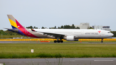 HL7793 - Airbus A330-323 - Asiana Airlines