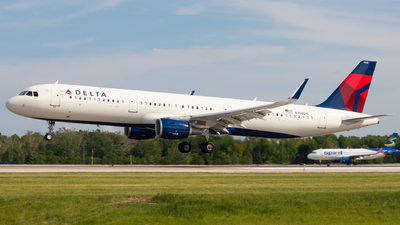 A picture of N108DN - Airbus A321211 - Delta Air Lines - © Davin Amy