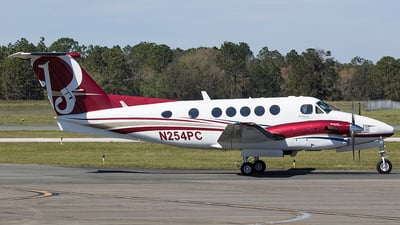 A picture of N254PC - Beech 300 Super King Air - [FA160] - © Orlando Suarez