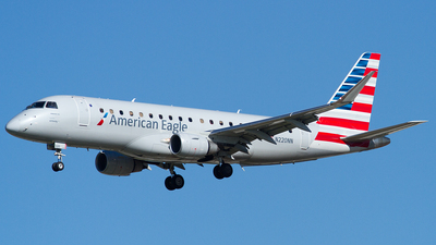 A picture of N220NN - Embraer E175LR - American Airlines - © Eric Siebeneicher