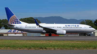 A picture of N24212 - Boeing 737824 - United Airlines - © César Vielman
