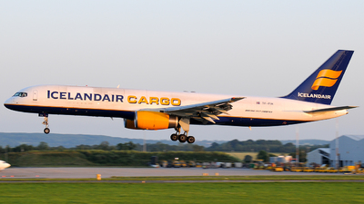 A picture of TFFIH - Boeing 757208(PCF) - Icelandair - © Dom Smith (Aviationlife14)
