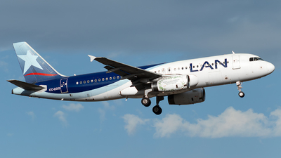 A picture of CCCOO - Airbus A320233 - LATAM Airlines - © MartinezRoe7