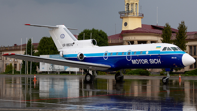 A picture of UR88310 - Yakovlev Yak40 - Motor Sich Airlines - © Vasia Mechanic