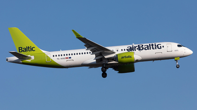 A picture of YLAAU - Airbus A220300 - Air Baltic - © Manuel Mueller