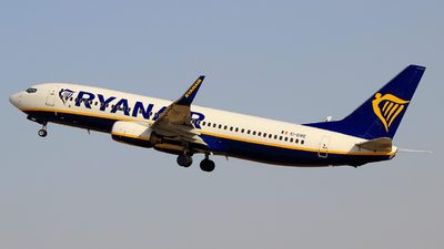 A picture of EIDWE - Boeing 7378AS - Ryanair - © Pampillonia Francesco - Plane Spotters Bari