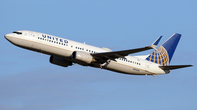 A picture of N76514 - Boeing 737824 - United Airlines - © Len Schwartz