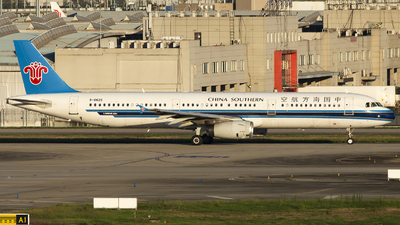 A picture of B6625 - Airbus A321231 - China Southern Airlines - © XieTM