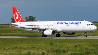 A picture of TCJRT - Airbus A321231 - Turkish Airlines - © Chris Jilli