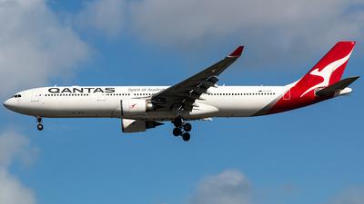 VH-QPH - Airbus A330-303 - Qantas