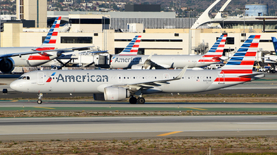 A picture of N401AN - Airbus A321253NX - American Airlines - © Rocky Wang